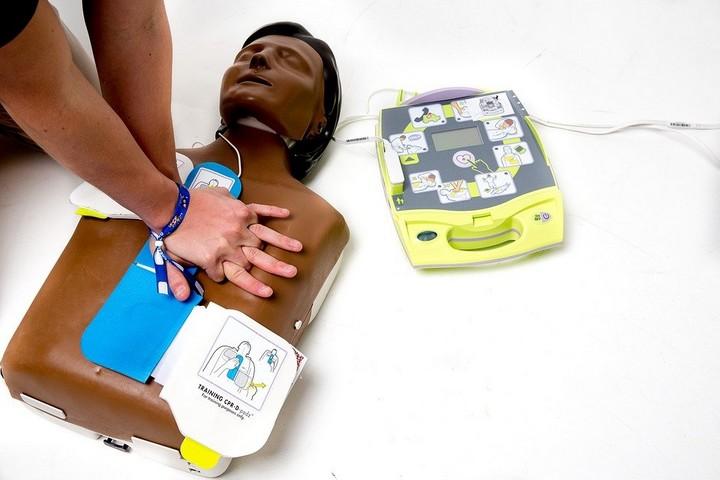 Pourquoi installer un défibrillateur externe automatisé.